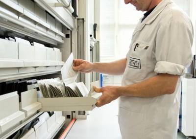 Unsere Rezeptdatenbank - Erstellte Farbrezepturen liefern wir auch nach Jahrzehnten noch originalgetreu